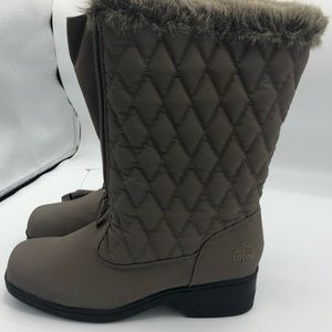Women's Totes Diamond Quilted Boots Size 6. NWT
